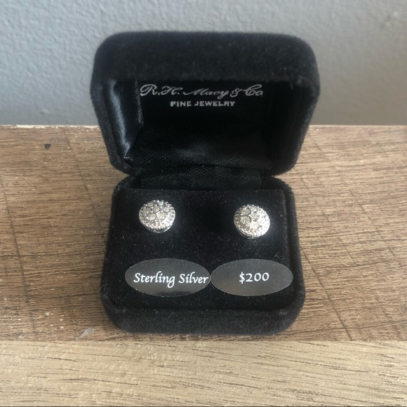NWT Diamond stud earrings